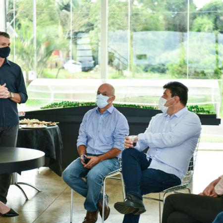 Prefeito de Pato Branco Robson Cantú e a vice Angela Padoan estiveram conhecendo o projeto e o andamento das obras.